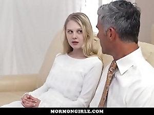 Girl sucking grls clit